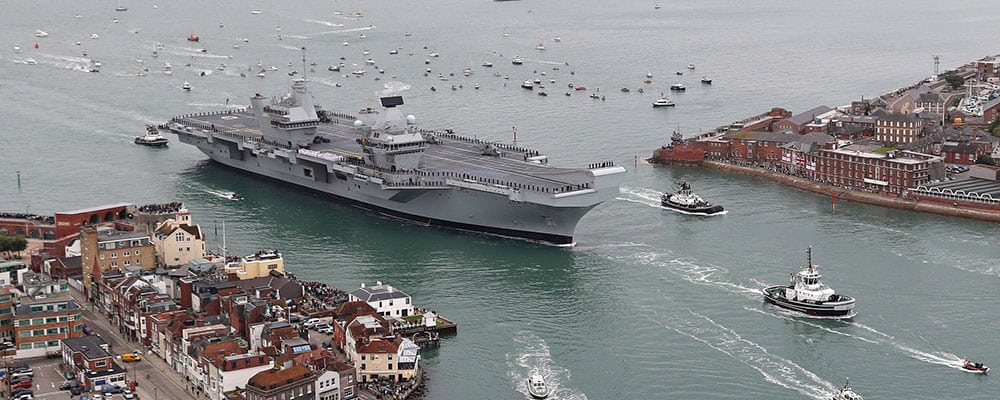 common support model - qe class carrier arrives in portsmouth