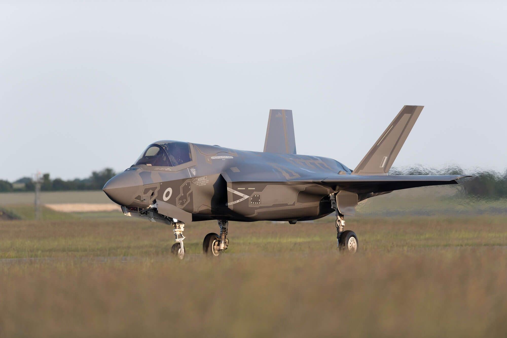 F-35 lands at RAF Marham