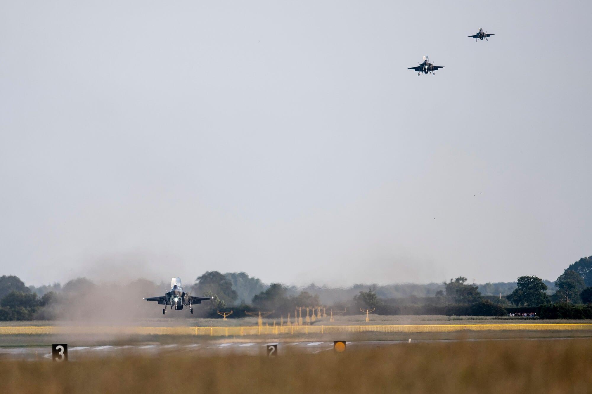 F-35s landing in a row