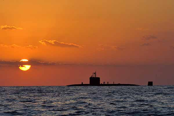 Royal-Navy-Submarine-HMS-Triumph-600x400