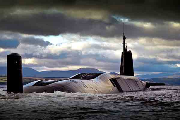 Royal-Navy-Submarine-SDA-Defence-Equipment-Support-600x400
