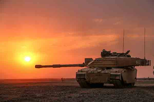Challenger-2-tank-British-Army-Defence-Equipment-and-Support-DE&S-600x400