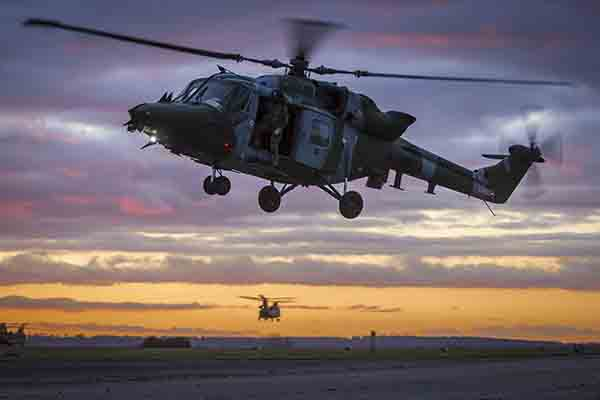Defence-Equipment-and-Support-DE&S-helicopter-600x400