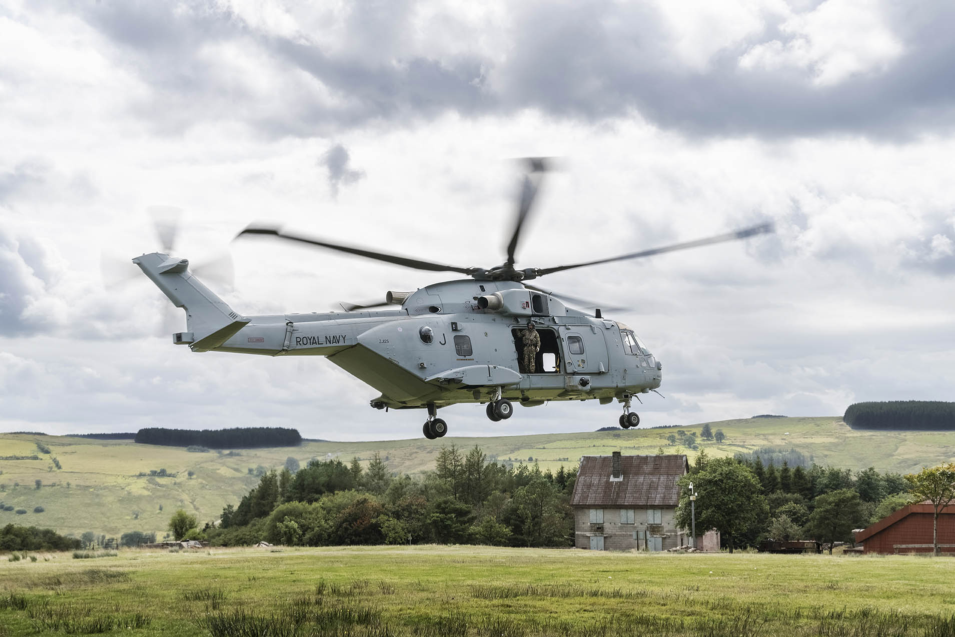 Merlin-MK4-Helicopter-Defence-Equipment-and-Support-DE&S
